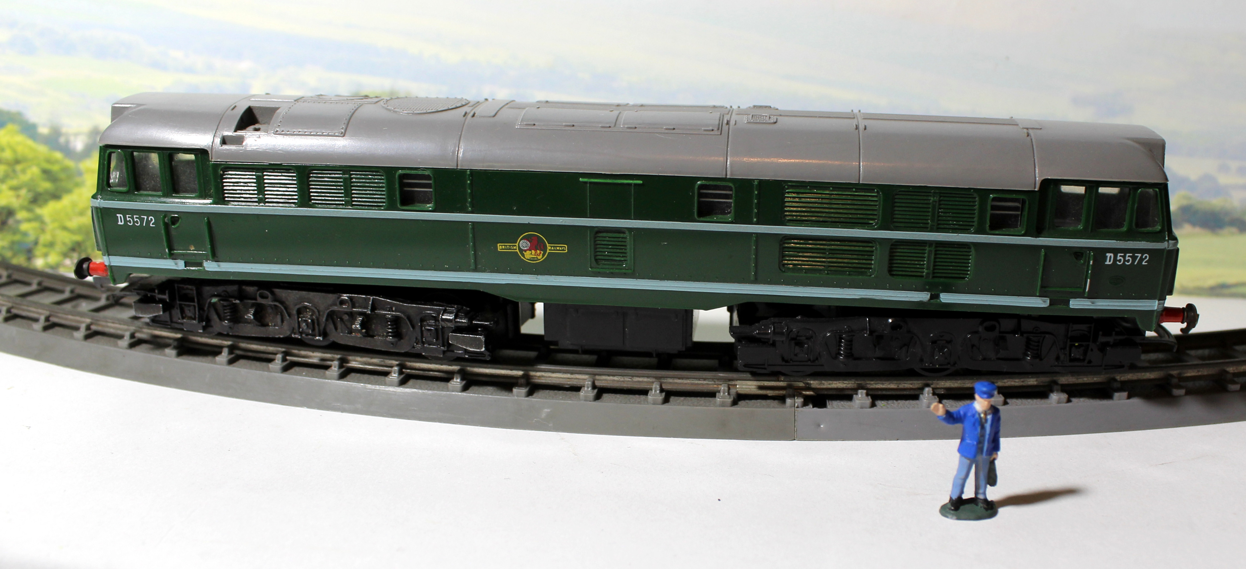 Retro review the Triang class 33